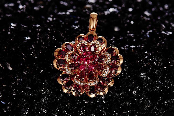 Pourquoi offrir un collier en rubis ?